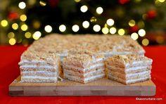 Prăjitura Medovik cu foi cu miere și cremă de smântână. Rețeta de prăjitură rusească cu miere. Care e diferența între Medovik și Smetannik (Smântânel)? Krispie Treats, Rice Krispies, Creme Caramel, Vanilla Cake, Sweet Tooth, Easy Meals, Desserts, Recipes, Food