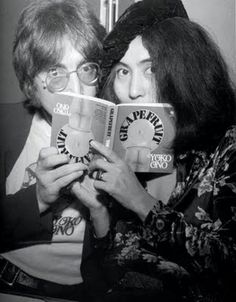 John Lennon and Yoko Ono Grapefruit book signing, Selfridges, London, July 1971 Hipsters, People Reading, John Lennon Yoko Ono, Celebrities Reading, Les Beatles, Give Peace A Chance, The Fab Four, Ringo Starr, Black And White