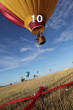 Mondial Air Ballons ® #advent #avent #adventballoon #ballondelavent #hotairballoon #montgolfiere #hotairballoons #montgolfieres #december #décembre #mondialairballons #oneballoonaday #unballonparjour #landing #atterrissage #inthefield #dansleschamps #red #rouge #yellow #jaune