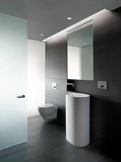 toilet en vrijstaande wastafel