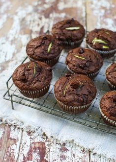 Healthy Whole Wheat Dark Chocolate Zucchini Muffins Breakfast And Brunch, Breakfast On The Go, Breakfast Bars, Chocolate Zucchini Muffins, Double Chocolate Muffins, Scones, Biscuits, Dessert Recipes, Brunch Recipes