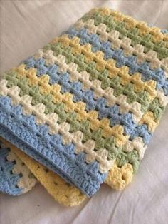 [Free Pattern] Ridiculously Easy And Beautiful Granny Stripe Baby Blanket