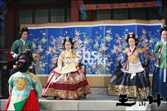 The King and I(Hangul:왕과 나;hanja:王과 나;RR:Wanggwa Na) is a South Korean historical drama series that aired onSBS. StarringOh Man-seok,Ku Hye-sunandGo Joo-won. 폐비윤씨