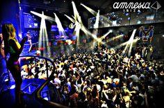 chicas de la noche de Ibiza  | Las mejores discotecas de Ibiza - Blog de Viajes - eDreams