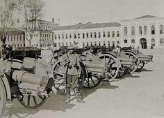 1940 öncesi Taksim Gezi Parkı'nın yerinde yer alan Topçu Kışlası avlusunda çekilen bir fotoğraf (1916)