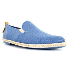 Chaussures d'été PETER BLADE SAINTROP Bleu indigo : chez vous pour 49 € seulement ! http://www.peterblade.com/chaussure/homme/saintrop_bleu_indigo/detente/bleu/toile/dolce_vita/260