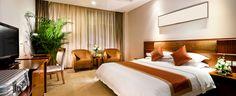 """Vi finner billige og ledige hoteller for deg. Send SMS med """"HOTELL + STED""""  til 1885"""