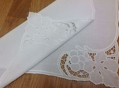 Vintage Hand Embroidered & Cutwork Fne White Linen Table Centre / Tray Cloth