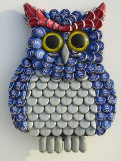 Metal Bottle Cap Bud Light Owl Wall Art (FAU OWLS) here's something for us to do with all the bottle-caps we've collected! Beer Cap Art, Beer Bottle Caps, Bottle Cap Art, Beer Caps, Bottle Stopper, Owl Wall Art, Owl Art, Bottle Cap Projects, Bottle Crafts