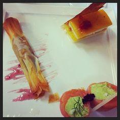 Saquito de pipes y carases #jgsp61  Milhoja de queso, mango y dulce de guindilla 5a #jgsp62  Rolliito de salmón con aguacate y mano de buda #jgsp63