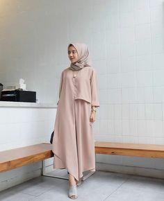 Bismillah Tunik Fairuz Bahan : piskos Ld : 108 cm Pb : 100 cm by rasmara Hijab Casual, Hijab Style, Hijab Chic, Kebaya Dress, Hijab Dress, Hijab Outfit, Abaya Fashion, Fashion Dresses, Modest Fashion
