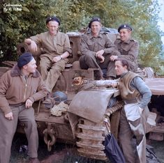 The crew of a Cromwell Mark VI tank, British Armored Division, Normandy, 17 June 1944 - pin by Paolo Marzioli Canadian Army, British Army, British Tanks, Cromwell Tank, D Day Normandy, Armored Fighting Vehicle, War Photography, Ww2 Tanks, Panzer