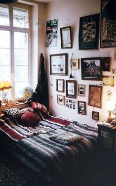 10 casual indie bedroom ideas home design and interior Apartment Bedroom Decor, Cozy Bedroom, Trendy Bedroom, Bedroom Wall, Living Room Decor, Indie Living Room, Quirky Bedroom, Hippy Bedroom, Cozy Apartment