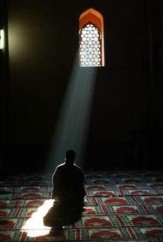 """""""El hombre vulgar se arrepiente de sus pecados  el elegido lamenta la futilidad de los mismos...""""    Dhu'l-Nun Misri (santo sufi. siglo IX )ذو النون المصري"""