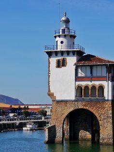 Arriluce Lighthouse, Getxo, Vizcaya, España