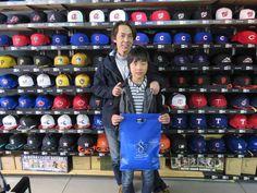 【ベースボール館】2015.02.14 坂本選手ファンのお客様にスナップにご協力頂きました。今年も坂本選手の活躍に期待ですね☆またのご来店お待ちしております。