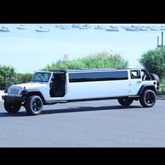 This Jeep limo is actually pretty awesome looking.