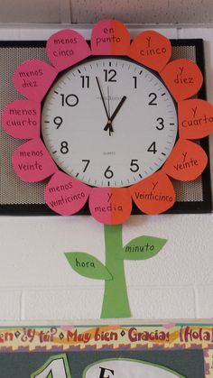 My flower clock to aid students in telling time in Spanish - inspired by the one… Spanish Teaching Resources, Spanish Activities, Spanish Lessons, Math Activities, Class Decoration, School Decorations, Telling Time In Spanish, Spanish Classroom Decor, Dual Language Classroom