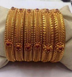 Gold Bangles Design, Gold Jewellery Design, Gold Jewelry, Designer Bangles, Jewelry Art, India Jewelry, Jewelry Patterns, Latest Jewellery, Fashion Jewellery