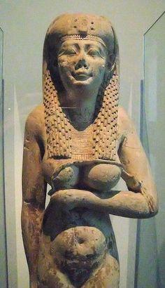 this is not the cleopatra Cairo museum Egypt Kemet Egypt, Egyptian Pharaohs, Egyptian Mythology, Egyptian Goddess, Ancient Egyptian Art, Ancient History, Cairo Museum, Egypt Art, Luxor