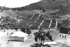 The Hollywood Bowl with its first stage – wooden platform with a canvas top, 1922 The Hollywood Bowl, Hollywood Photo, Vintage Hollywood, Classic Hollywood, Vintage Photographs, Vintage Photos, Garden Of Allah, Photography For Sale, City Of Angels