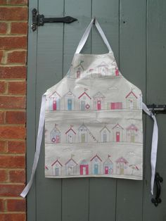 Beautiful Beachhuts adjustable oilcloth apron, age 5-9 years. www.etsy.com/shop/dagenaisdesign