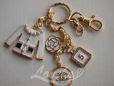 東大門総合市場で可愛いチャームをお買い物~♪ | 韓美生活 Fila Outfit, Car Essentials, Chanel, Knitted Bags, Bag Accessories, Jewelery, Korea Trip, Girly, Personalized Items