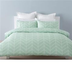 Include: 1 Quilt Cover and 2 Pillowcase. QUEEN quilt cover set with chevron pattern made of polyester. Home Bedroom Design, Bedroom Decor, Bedroom Ideas, Bedroom Inspo, Bedding Websites, Grey Bedding, Luxury Bedding, Mint Green Bedding, Mint Green