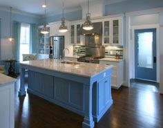 17 Best Kitchen Paint and Wall Colors - Ideas for Popular Kitchen Color Schemes 2017 Light Kitchen Cabinets, Painting Kitchen Cabinets, Kitchen Cabinet Design, White Cabinets, Kitchen Walls, Kitchen Units, Kitchen Shelves, Kitchen Backsplash, Stone Backsplash