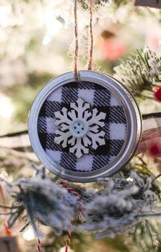 New diy kids christmas ornaments mason jars 17 Ideas Jar Lid Crafts, Mason Jar Crafts, Canning Jar Lids, Mason Jar Lids, Homemade Christmas, Christmas Diy, Homemade Ornaments, Diy Ornaments, Diy Yard Decor