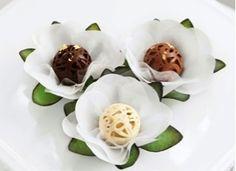 O próximo passo depois de escolher os doces do casamento, é escolher as forminhas. Antes de começar a procurar ou escolher as forminhas sempre sugerimos levar em consideração alguns itens, vejam quais são!