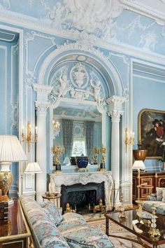 New York Splendor: The City's Most Memorable Rooms Best Interior, Modern Interior Design, Garden Bed Layout, Garden Beds, Recording Studio Home, Classic Living Room, Romantic Cottage, Luxury Decor, House Painting