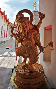 Lord Ganesha and his rat | Roger Price | Flickr