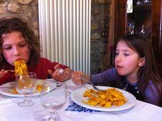 Di sicuro da noi non mancano mai le tagliatelle al ragout o altre specialità romagnole. Che piacciono tanto ai grandi e ai piccini!