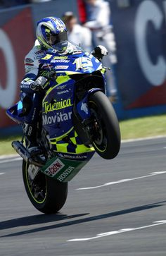 Gibernau celebrates third at Donington - it would become second when Rossi was given a 10secs penalty.