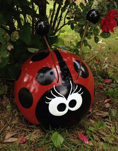 Bowling Ball Ladybug, Bowling Ball Crafts, Bowling Ball Garden, Mosaic Bowling Ball, Bowling Ball Art, Garden Balls, Garden Crafts, Garden Projects, Diy And Crafts