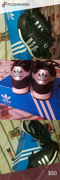 Adidas Samoa  size 8.5 I have used these shoes approximately 7 times they look great, like new since I take care of all my things as you can see in the pics. These shoes are so comfortable and stylish, you can wear them with anything adidas Shoes Sneakers