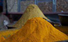 La tisana con curcuma e zenzero: ricetta e benefici - La tisana con curcuma e…