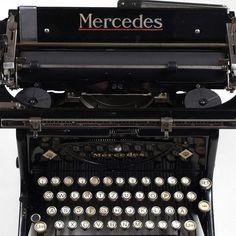 Mercedes-Schreibmaschine Hersteller: Mercedes Bureaumaschinen GmbH, Zella-Mehlis, schwarz lackiertes — Varia