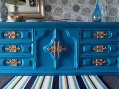 Turquoise Dresser with Gold Hardware Hollywood Regency Dresser Re-tiqued By Rae Bond. Refurbished Furniture, Unique Furniture, Repurposed Furniture, Furniture Makeover, Furniture Decor, Chalk Paint Furniture, Furniture Projects, Turquoise Dresser, Furniture Upholstery