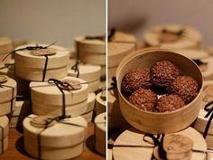 ideas for wedding favors Dessert Packaging, Bakery Packaging, Cookie Packaging, Food Packaging Design, Chocolate Packaging, Wedding Favours, Wedding Souvenir, Food Gifts, Cake Pops