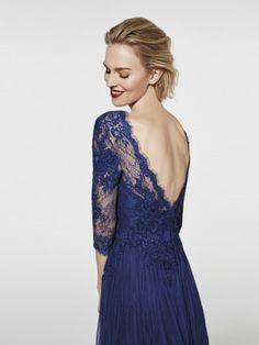 4e8a04c22bb6 Abendkleid blau - Langes Kleid GRACIL - 3 4-Ärmel   Pronovias.  AbendkleidBlauHochzeitsfeier KleiderPartykleiderMutter ...