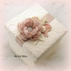 Keepsake Box Bridal Wedding Memory Box Girl Baby in by SolBijou Wedding Gift Wrapping, Wedding Gift Boxes, Creative Gift Wrapping, Cajas Shabby Chic, Shabby Chic Boxes, Baby Keepsake, Keepsake Boxes, Boite Explosive, Bridal Boutique Interior