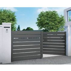 House Fence Design, Door Gate Design, Modern Driveway, Modern Fence, Steel Gate Design, Privacy Fence Designs, Compound Wall, Boundary Walls, Front Gates