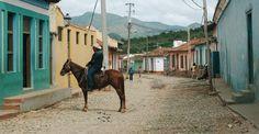 cheval et rue pavée à trinidad cuba