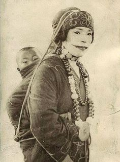 vintage everyday: A Beauty to Give the Thrill: 20 Vintage Portraits of Ainu Women from Northern Japan With Their Traditional Tattooed Lips