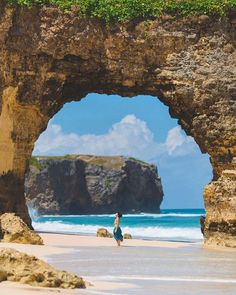 One of the most photogenic beach here in Kodi - Sumba, Indonesia Photo by: Asoka Sungkharisma IG: Bali Travel, Places Around The World, Traveling By Yourself, Cool Photos, Travel Destinations, Beautiful Places, Scenery, Places To Visit, Adventure