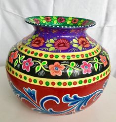 Kalash Decoration, Thali Decoration Ideas, Decoration Piece, Art Decor, Bottle Painting, Bottle Art, Bottle Crafts, Pottery Painting Designs, Pottery Designs