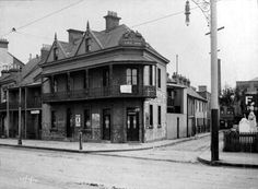 Emu Inn on the corner of Regent and Outram Streets, Chippindale in inner Sydney in 1910.