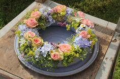 Bilder 2014   Töpferei Tecklenburg Garden Seating, Tablescapes, Floral Design, Floral Wreath, Barn Homes, Wreaths, Pottery Ideas, Vases, Gardening